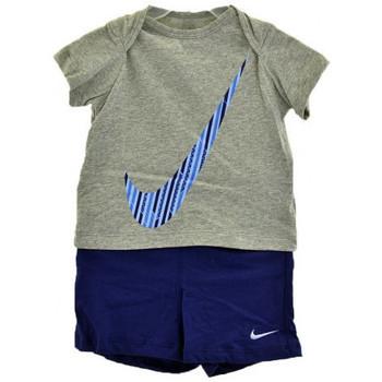 Kleidung Jungen Kleider & Outfits Nike KompletteSportInfanttrainingsanzuege Multicolor