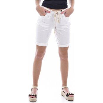 Kleidung Damen Shorts / Bermudas Deeluxe STATE Weiss
