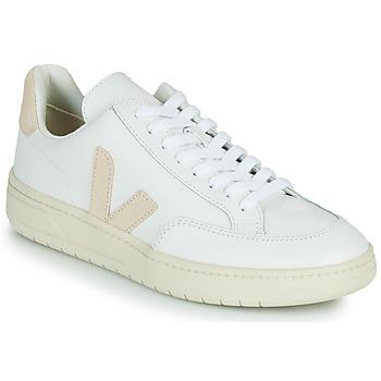 Schuhe Sneaker Low Veja V-12 Weiss / Beige