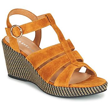 Schuhe Damen Sandalen / Sandaletten Adige FLORY V4 UNDER SAFRAN Gelb
