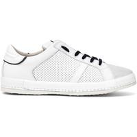Schuhe Herren Sneaker Low Café Noir PT1050 Weiß