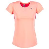 Kleidung Damen T-Shirts New Balance ACCELERATE T Korallenrot