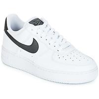 Schuhe Damen Sneaker Low Nike AIR FORCE 1'07 W Weiss / Schwarz